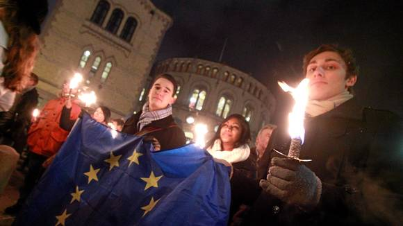 Procession aux flambeaux contre l'UE afp0004470981
